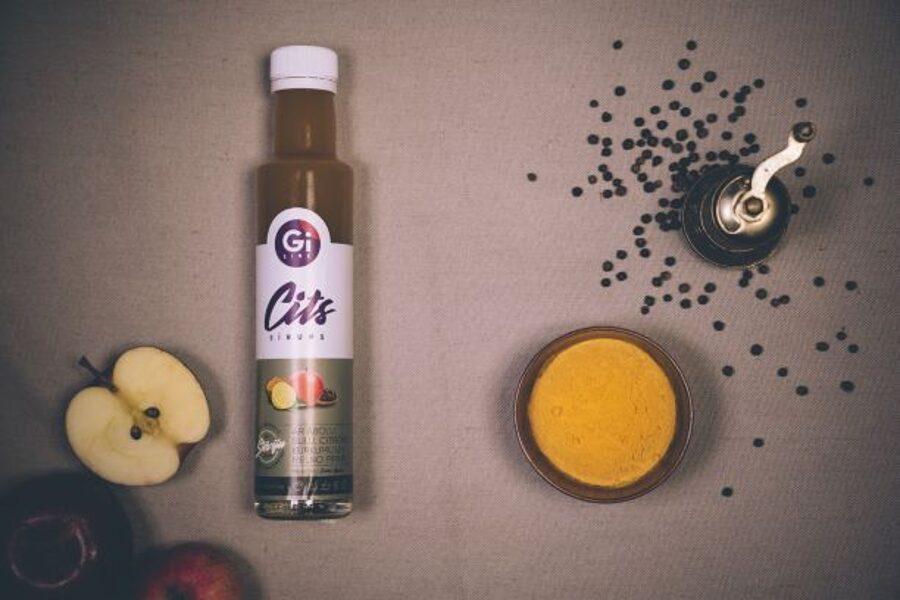 Kurkumas, melno piparu,citronu un ābolu sulas sīrups ar stēviju